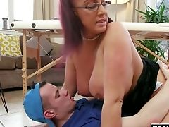 Killing Hot Mummy Emma Butt Loves Quenning And Banging Youthful Masseuse