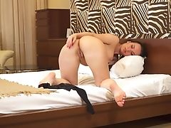 Solo Cutie Lia Loves Pleasing Her Puss On The Couch. Hd Vid
