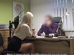 Loan4k. La Coquine Nathaly Donne Sa Chatte Rasée à Un Agent De Crédit