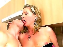 Experienced Woman Laura Lengthy Tempts Her Youthful Neighbor And Introduces Him Hot Satisfaction