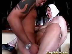 Buxomy Mom Loves Extreme Gagging